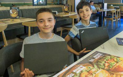 Laptops an behinderte Kinder abgegeben